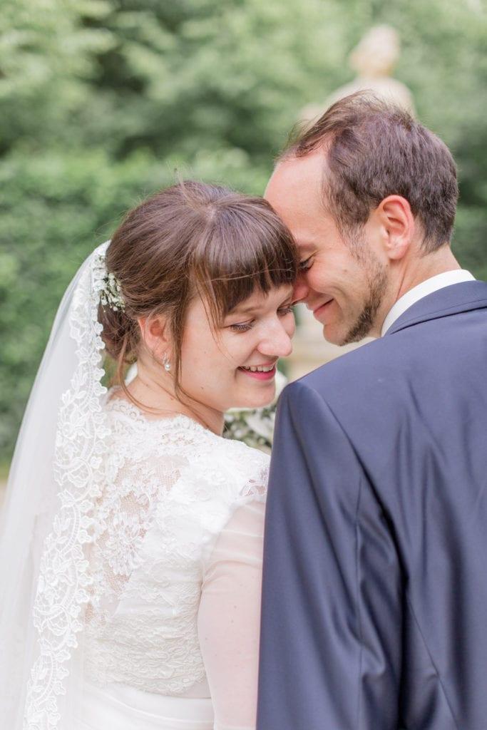Brautpaar Portrait im Barockgarten Großsedlitz in Sachsen