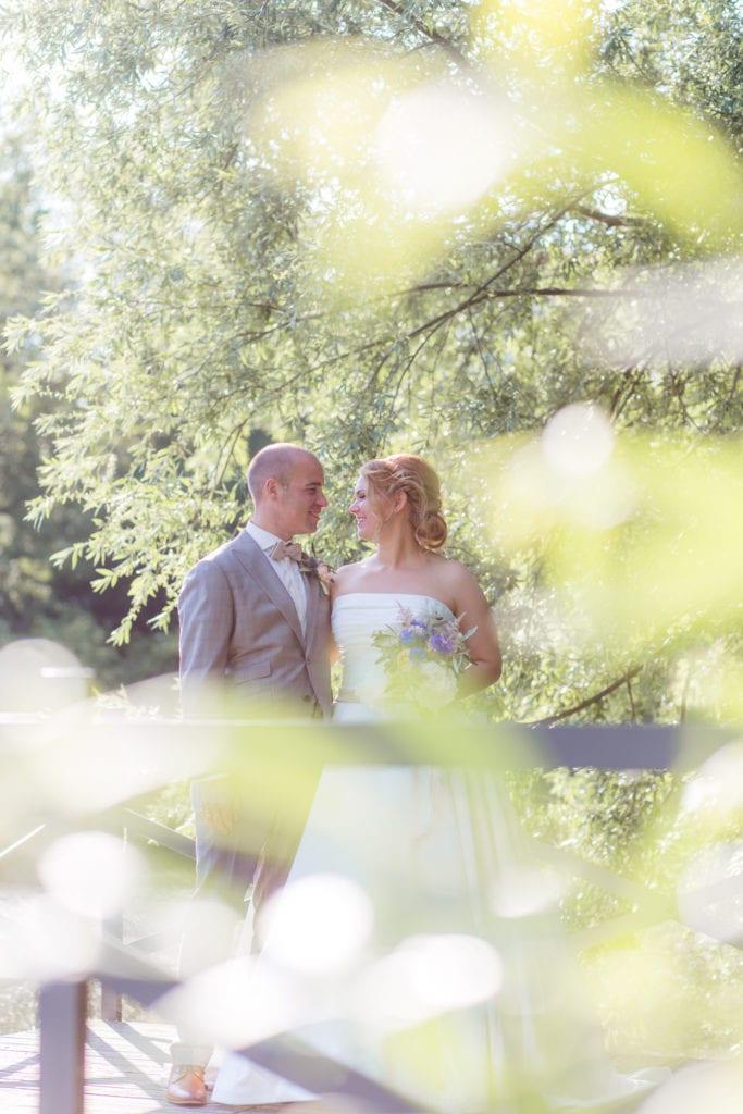Brautpaar am See