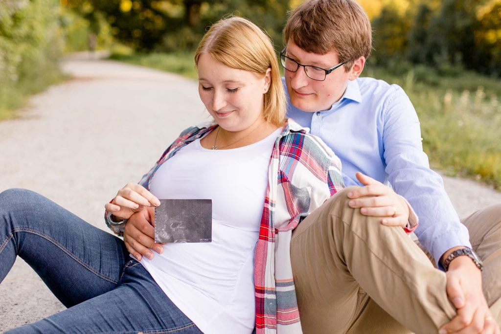 Spätsommer Pregnancy Announcement mit Hanni und Matthias an der Rehwiese in Berlin