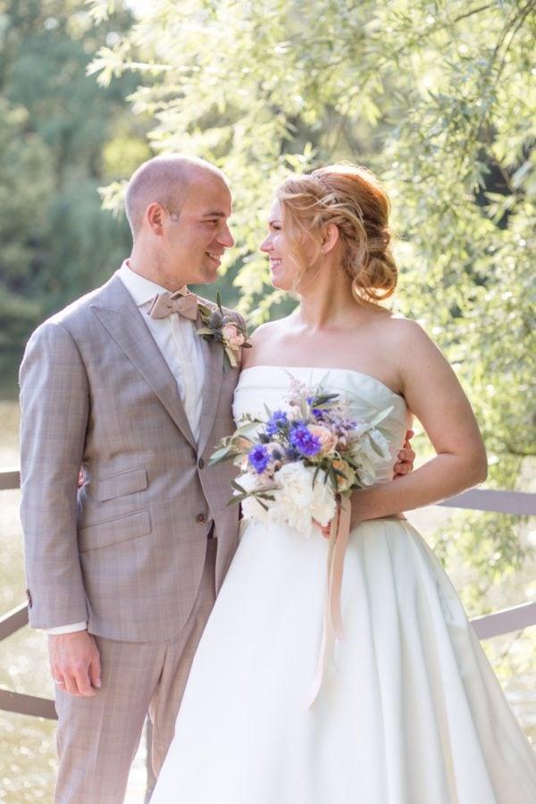 Cynthia und Bastis stylische Hochzeit im Ochsenstall des Gutshof Britz