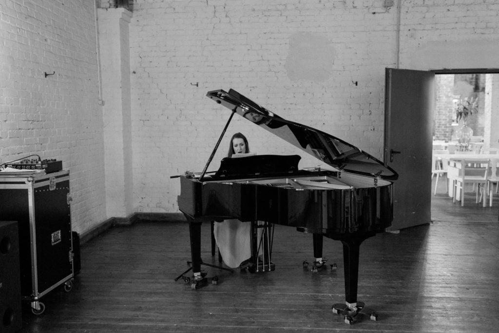 Dear You singt Balladen und selbst komponierte Lieder