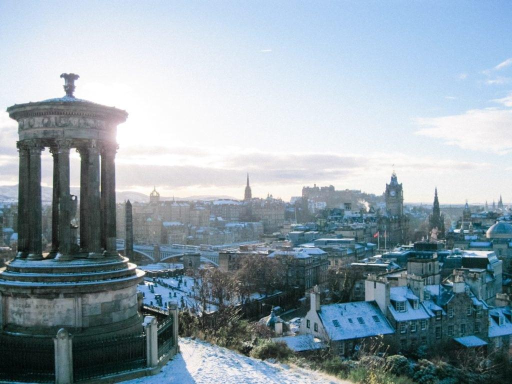 Edinburgh im Winter mit Schnee