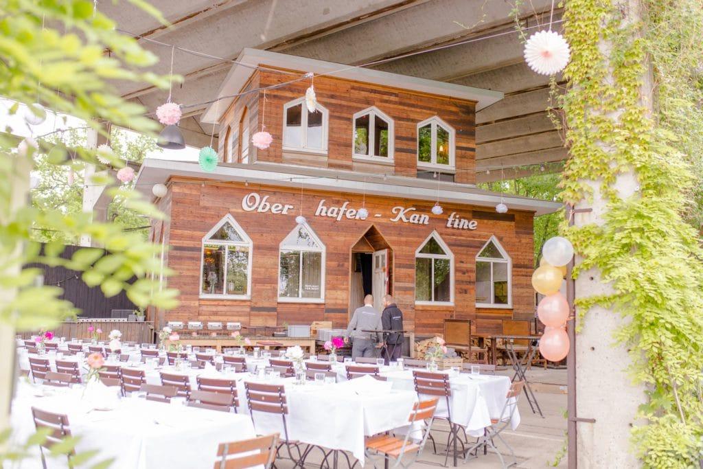 Urbane Garden Hochzeit von Nina und Willi in der Oberhafenkantine Berlin