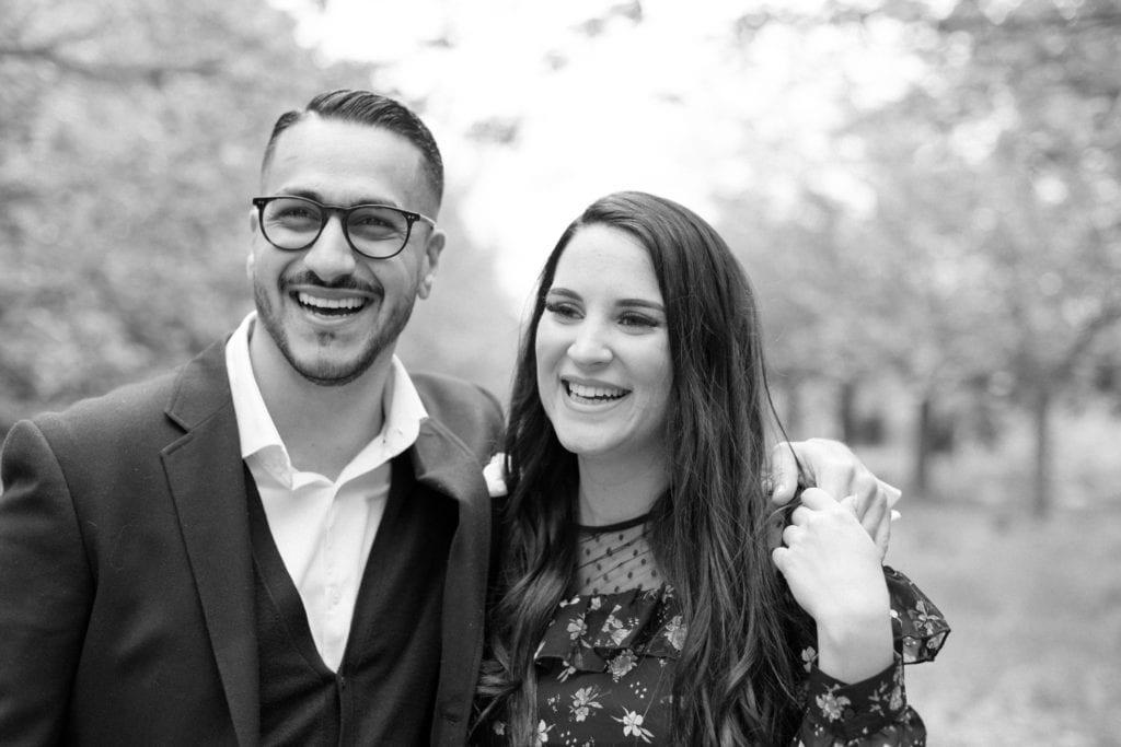 Romantisches Kirschblüten Verlobungsshooting in Berlin mit Kinga & Mudi