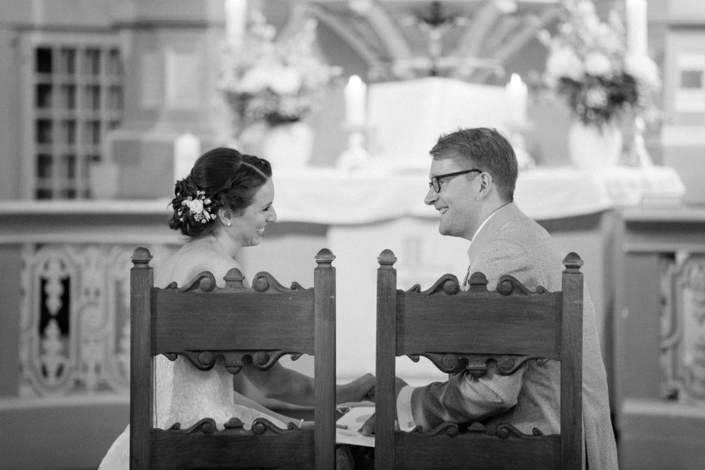 Wundervolle kirchliche Trauung in Britz von Svenja und Felix