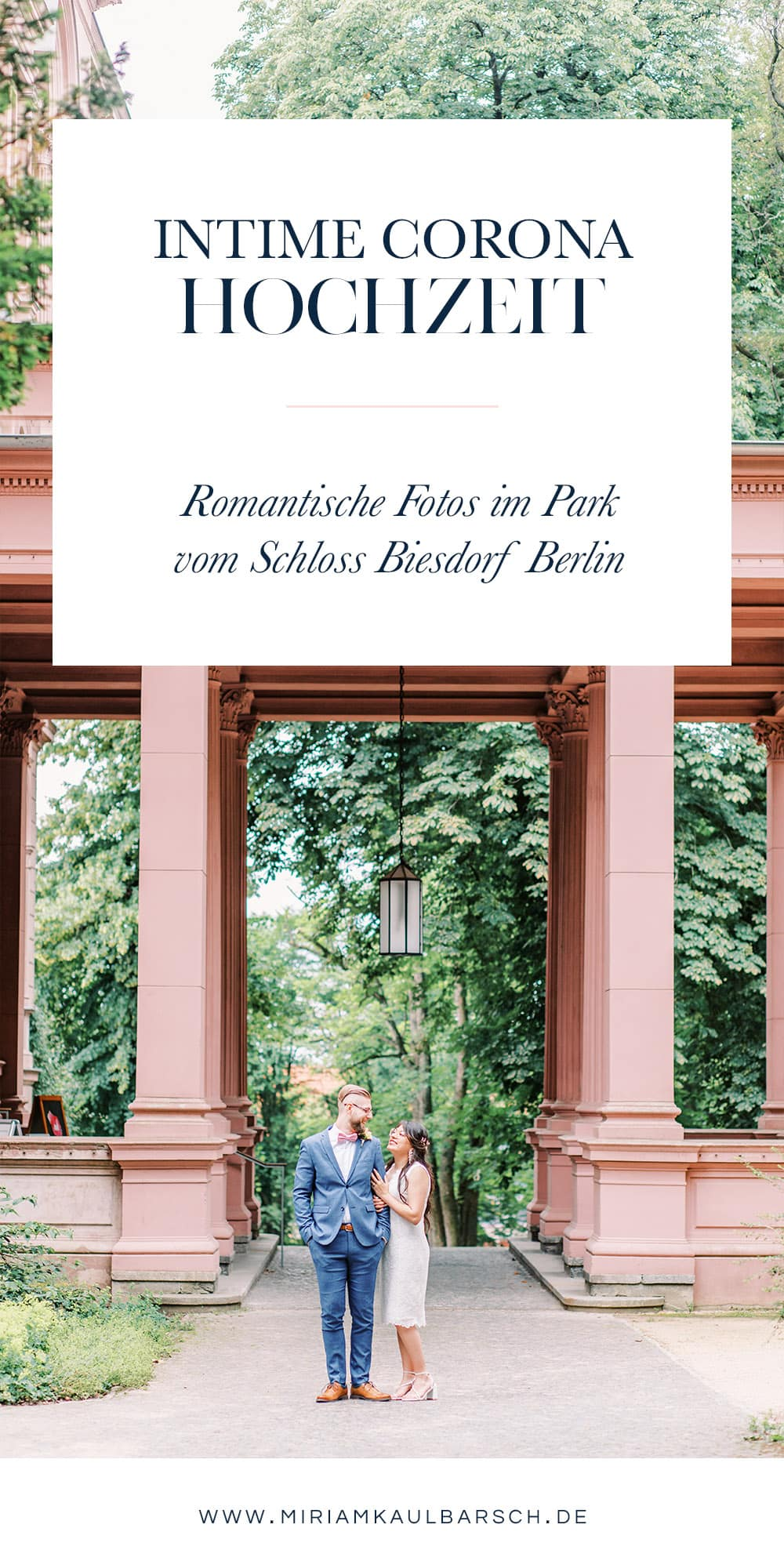 Intime Corona Hochzeit: Romantische Hochzeitsfotos im Park vom Schloss Biesdorf Berlin