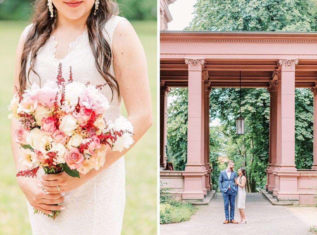 Nahaufnahme vom Brautstrauß und Brautpaar vor Schlosseingang