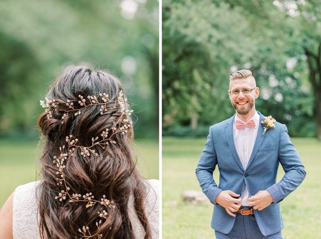Detailaufnahme vom Haarschmuck der Braut und Bräutigam lacht in die Kamera