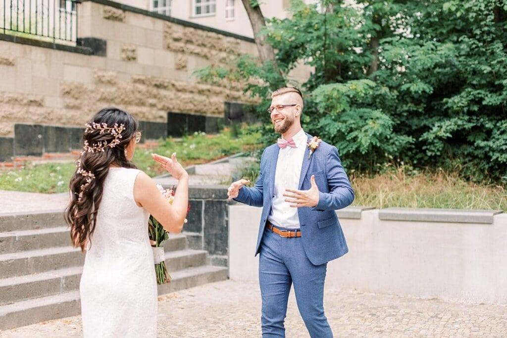 Brautpaar ist emotional