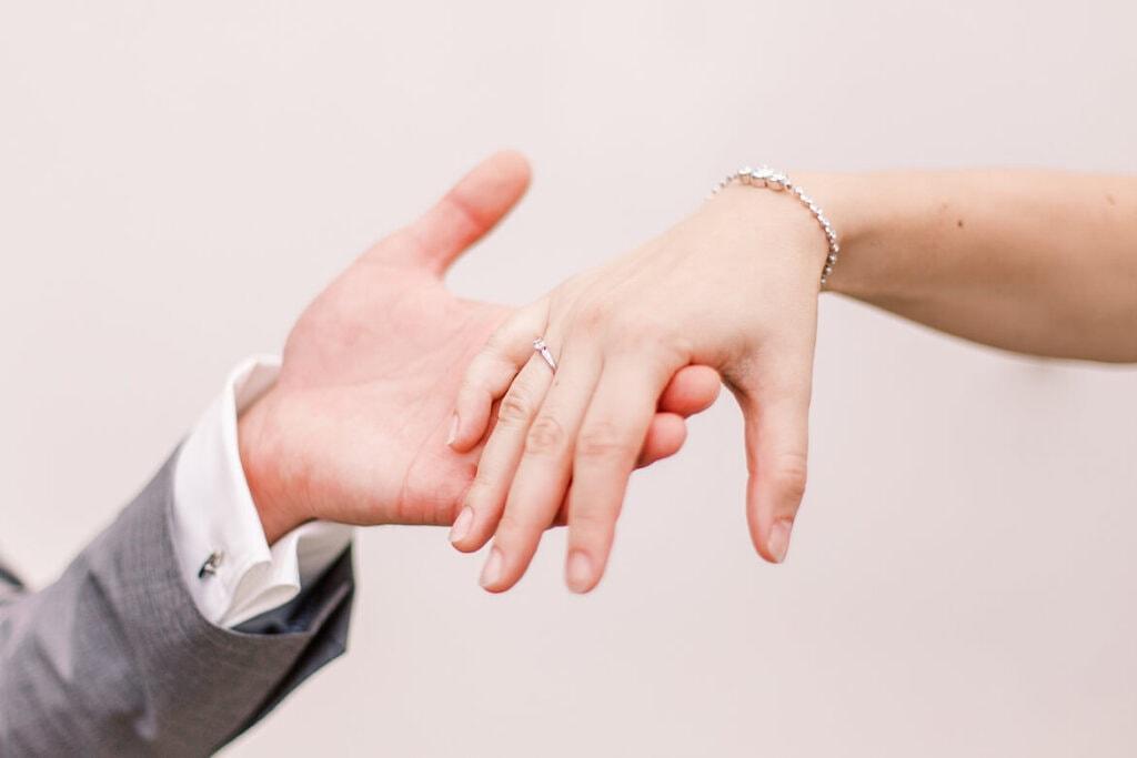 Hände, die sich anfassen