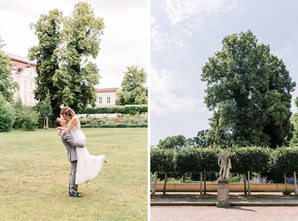 Bräutigam hebt Braut in die Luft im Schlosspark