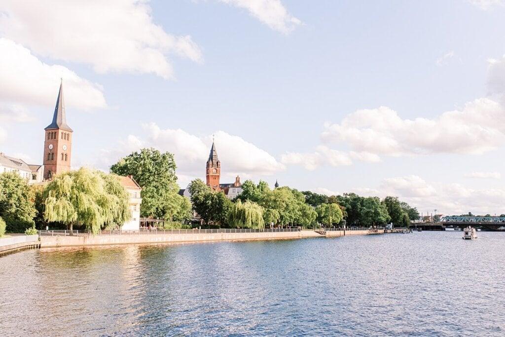 Blick auf Berlin Köpenick vom Wasser aus