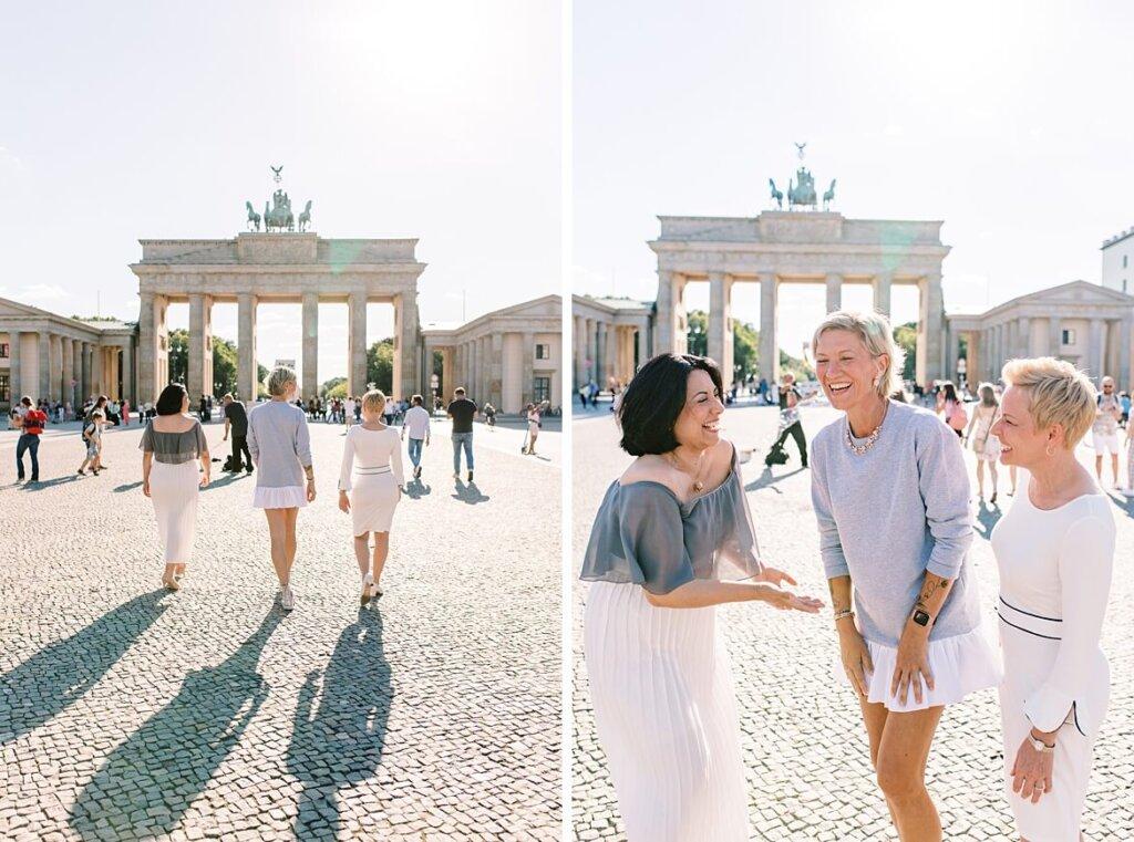 3 Frauen vor dem Brandenburger Tor Berlin