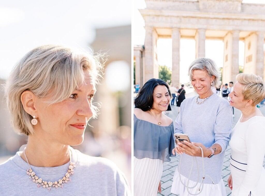 Portrait von Frauen vor dem Brandenburger Tor Berlin