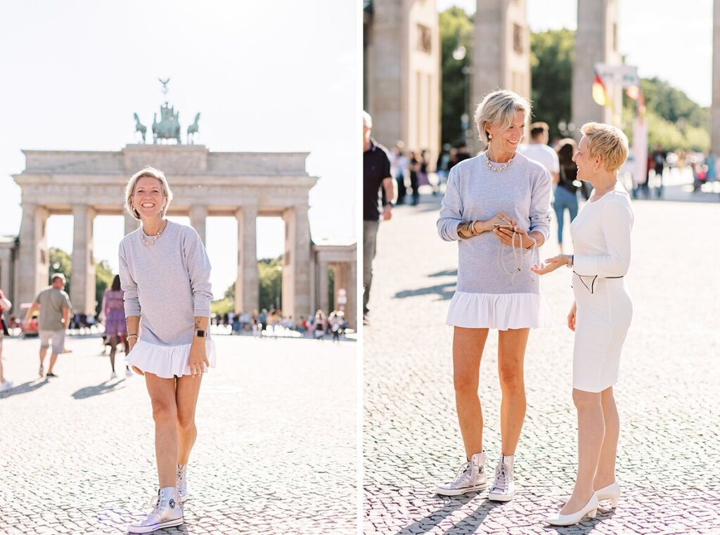 Frauen vor dem Brandenburger Tor Berlin