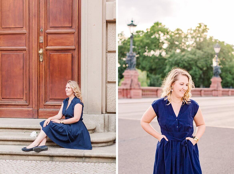 Frau im blauen Kleid in Berlin