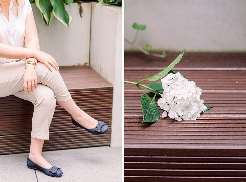 Detailaufnahmen Schuhe und Blume