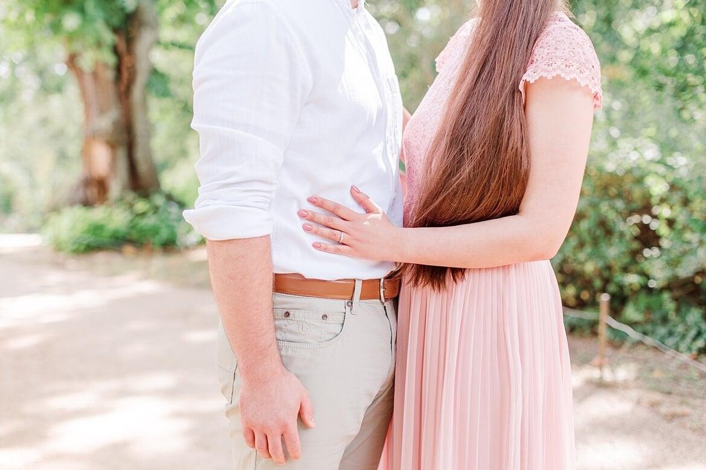 Nahaufnahme von einem Paar, welches sich gegenüber steht