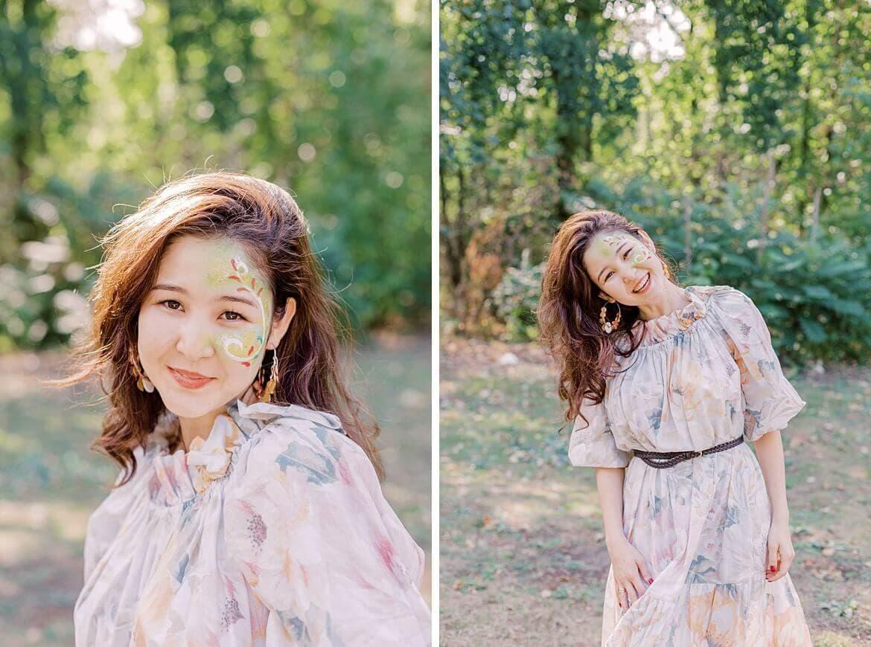 Frau im Pastellkleid im Park