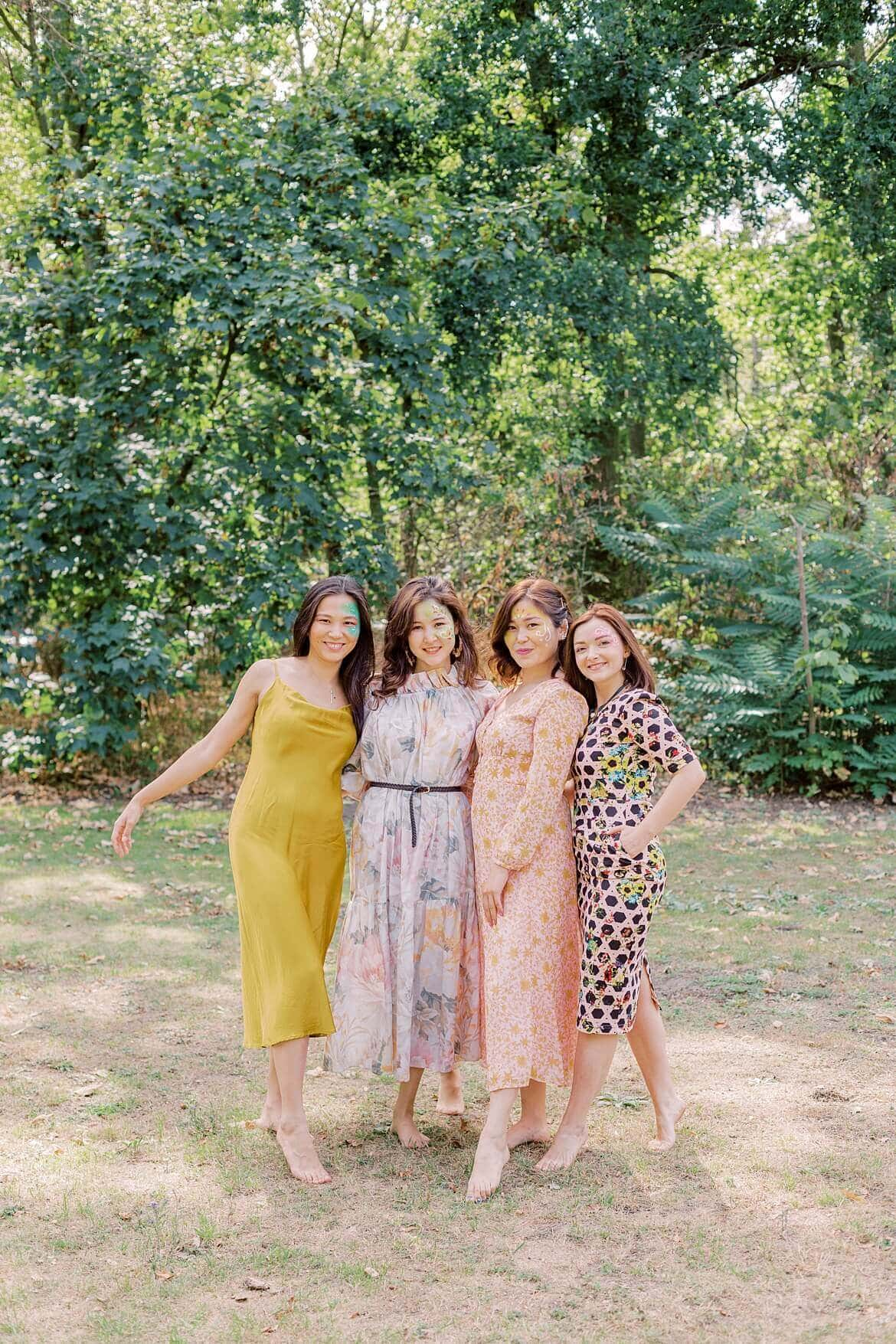 Vier Frauen im Park
