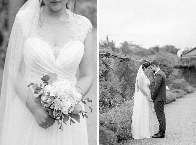 Schwarz Weiß Fotos von Brautpaar im Park