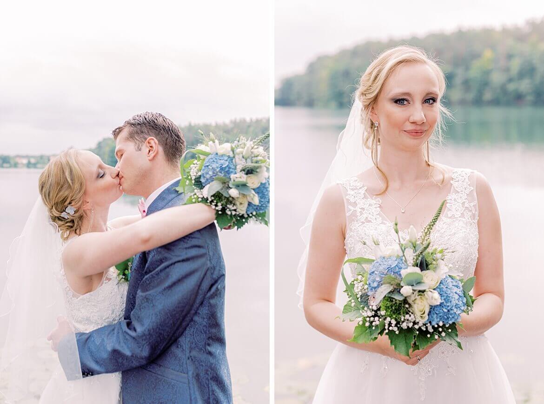 Brautpaar küsst sich vor einem See
