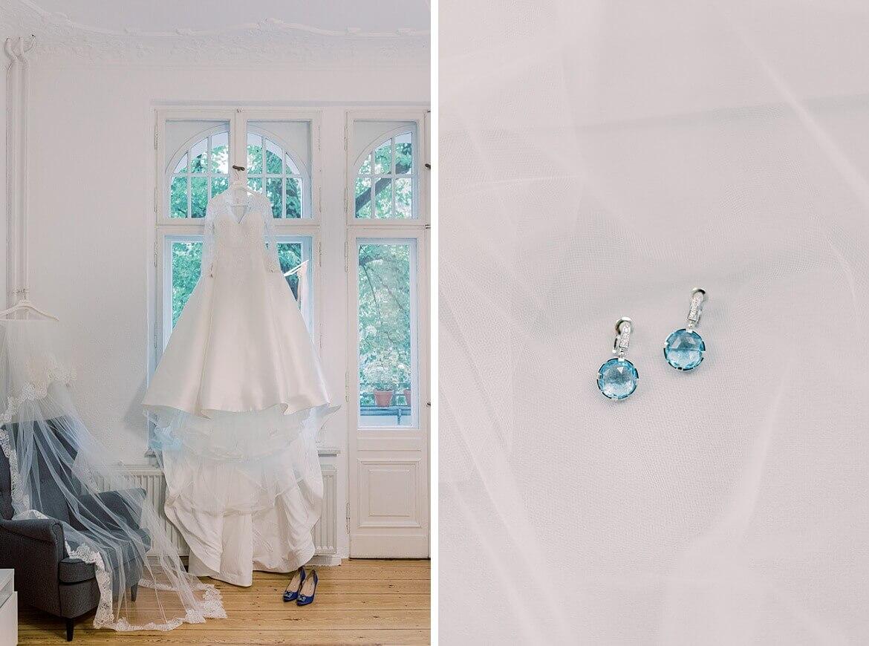 Hochzeitskleid und Ohrringe