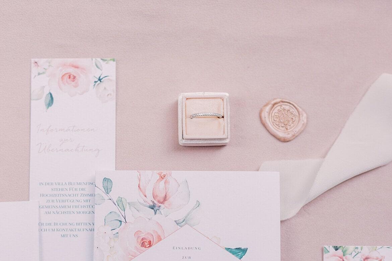 Ring auf Hochzeitseinladung