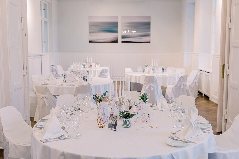 Tische im Gästehaus Blumenfisch