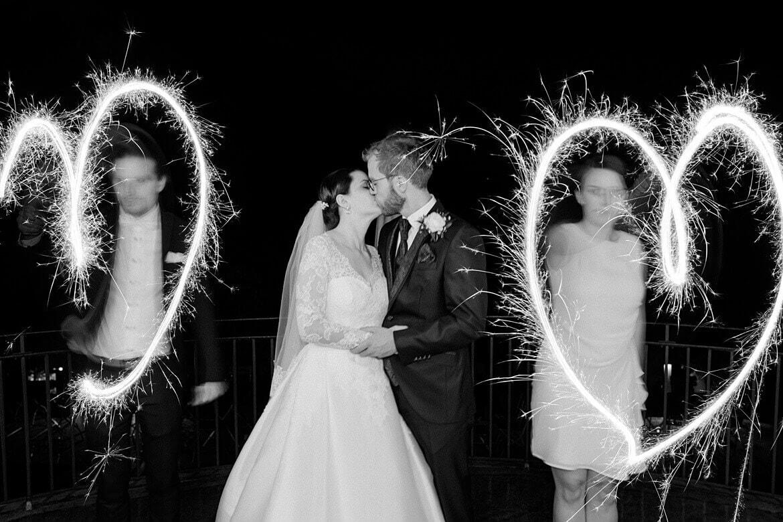 Langzeitbelichtung um Brautpaar