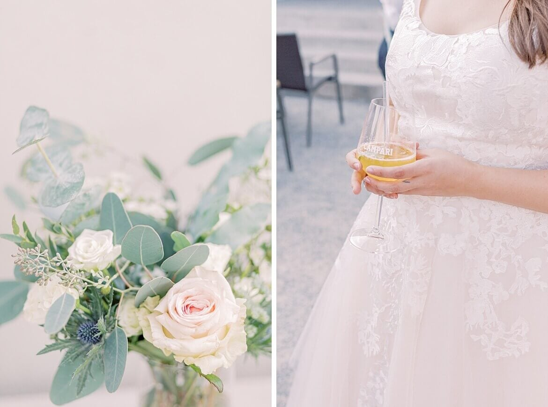 Braut mit Cocktail und Blumen