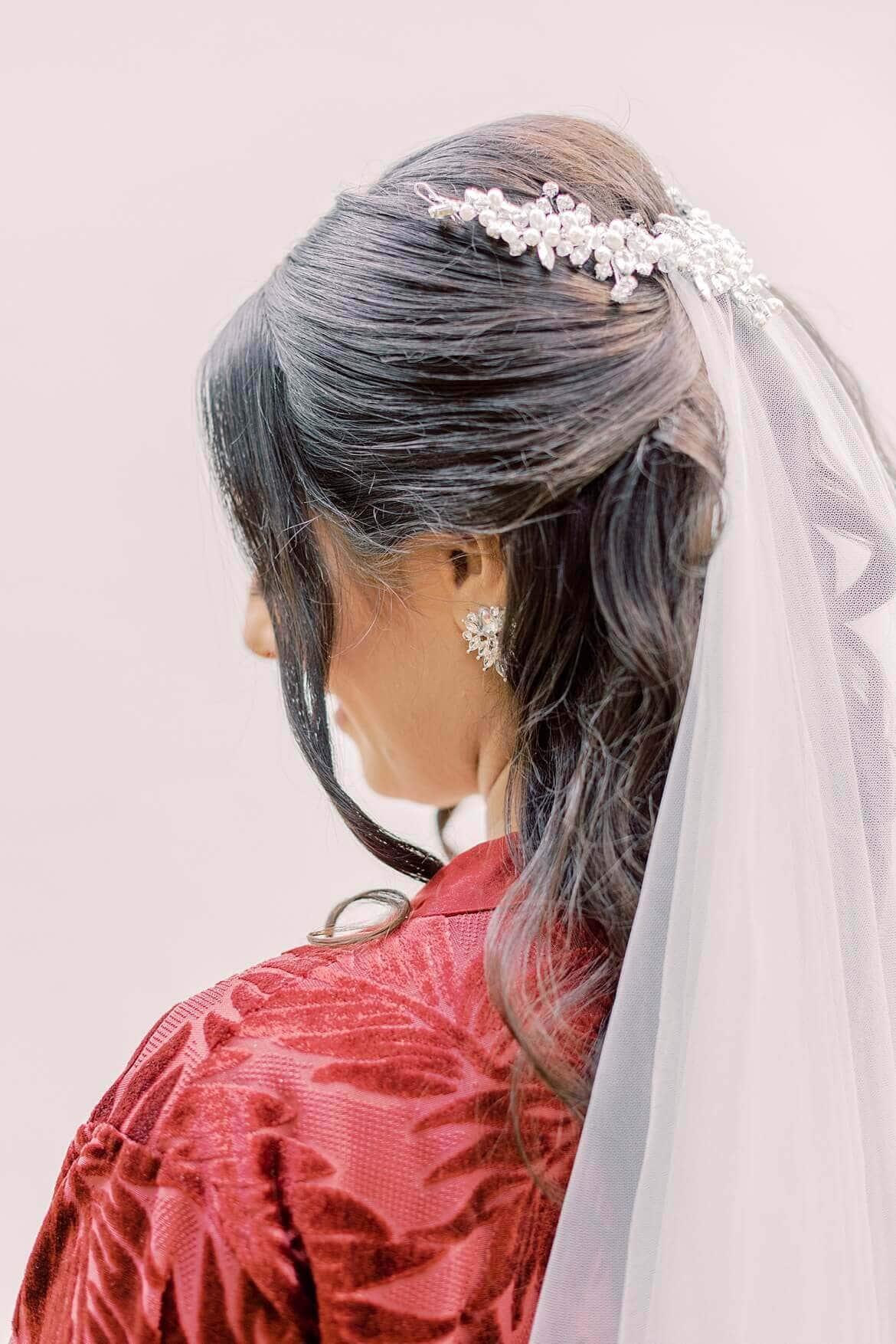 Brautfrisur von hinten