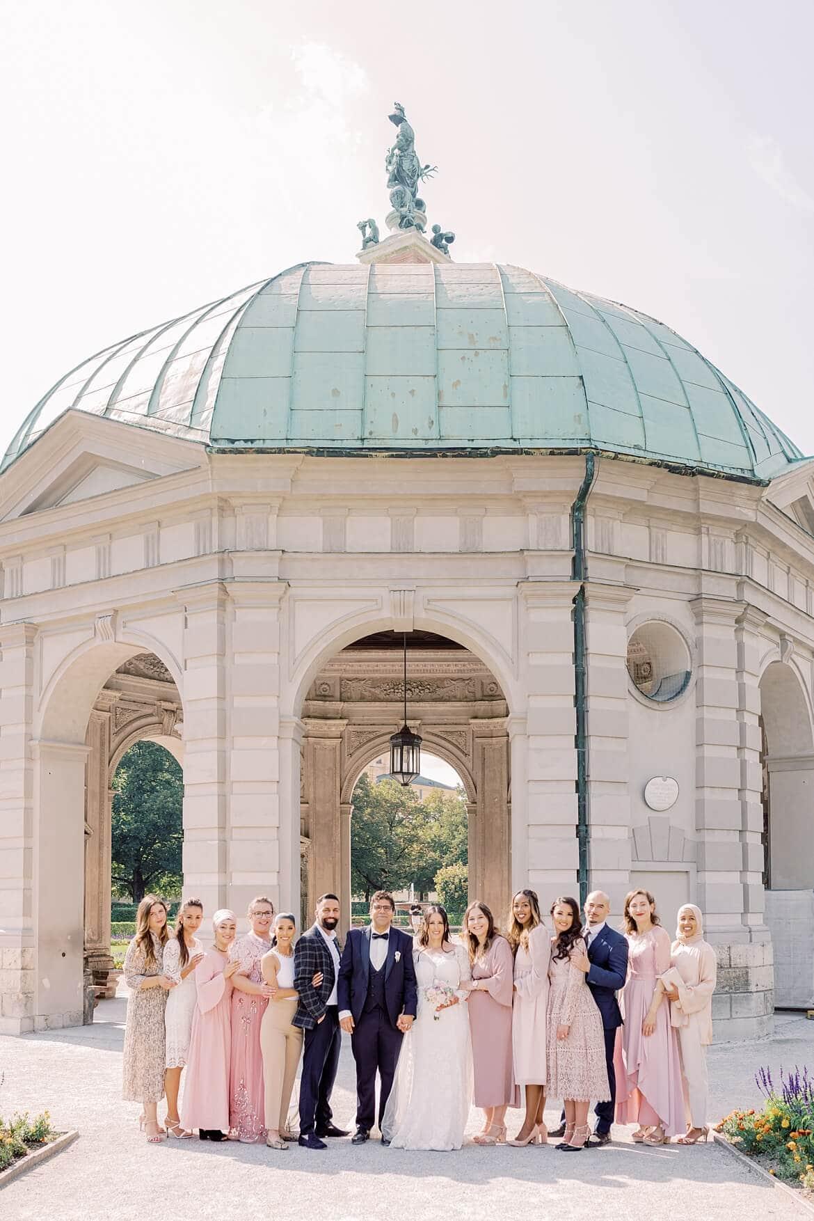 Hochzeitsgesellschaft im Hofgarten München