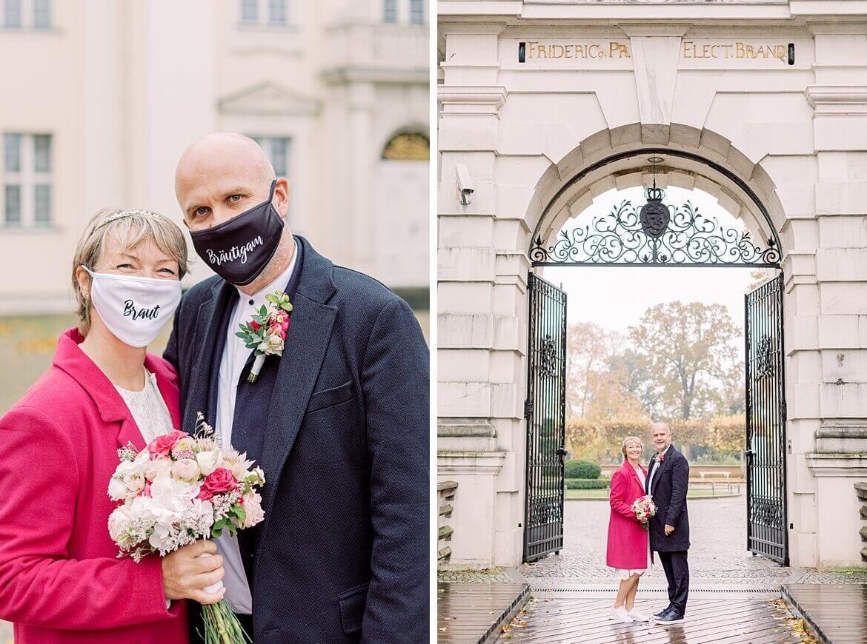 Brautpaar mit Masken beim Schloss Köpenick