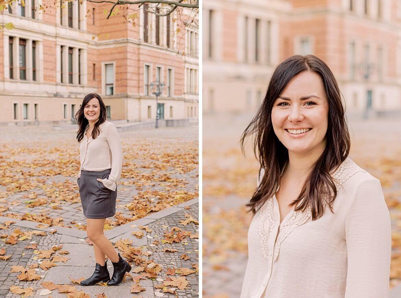 Portrait einer brünetten Frau im Herbst