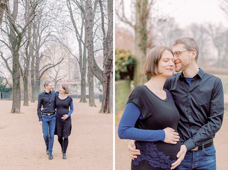 Schwangeres Paar spaziert im Park in Berlin