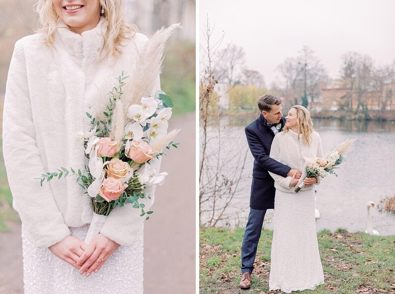 Brautpaar vor See