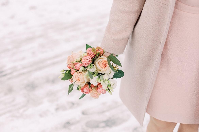 Blumenstrauß im Schnee