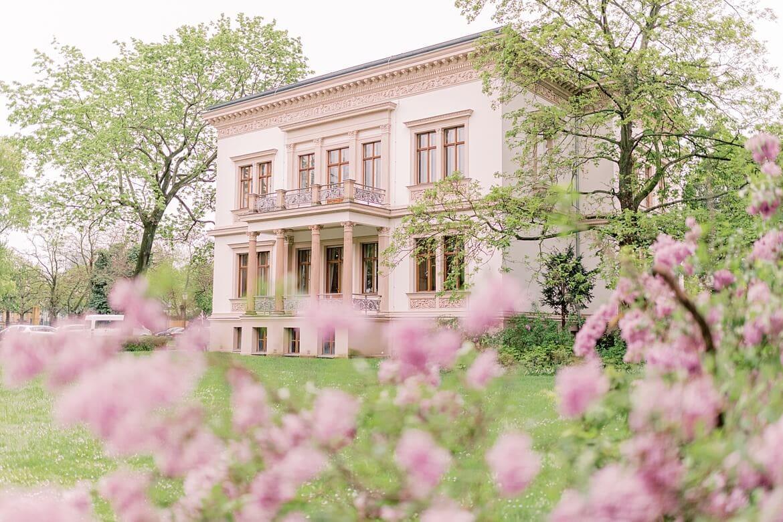 Außenaufnahme vom Standesamt Berlin Charlottenburg