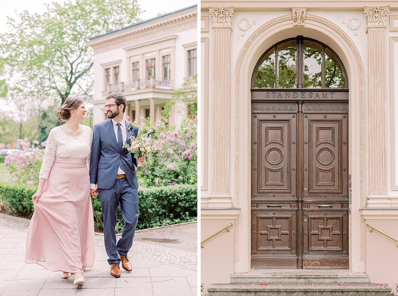 Brautpaar vor dem Standesamt Charlottenburg in Berlin