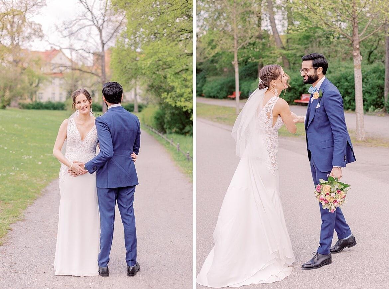 Bräutigam hält Bauch der Braut