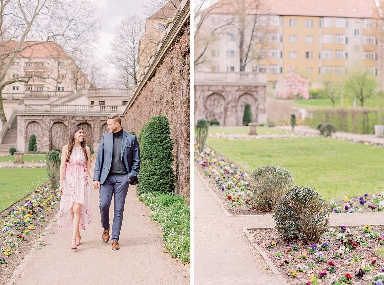 Verliebtes Paar spaziert im Park