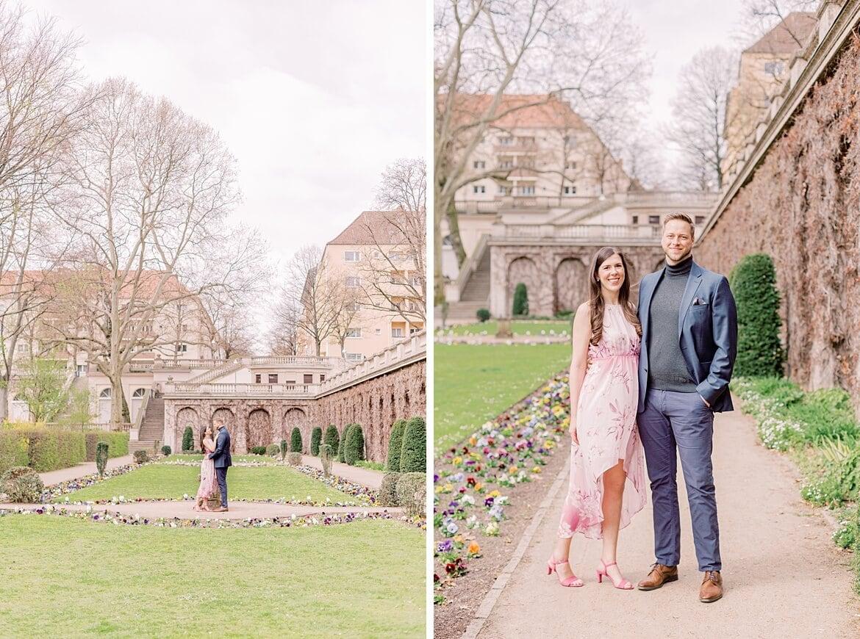 Verlobtes Paar im Park
