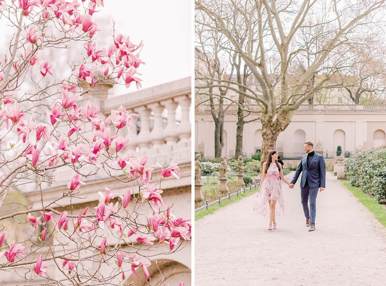 Paar spaziert im Park