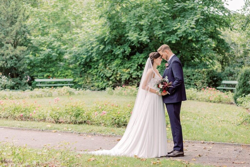 Brautpaar im Stadtpark Steglitz Berlin