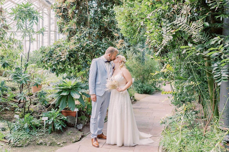 Brautpaar im Botanischen Garten