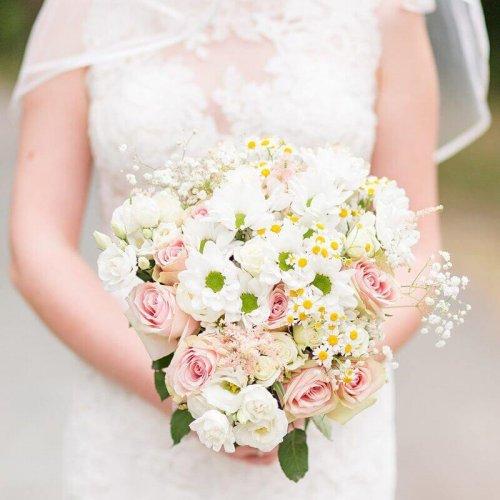 Nahaufnahme Brautstrauß aus Margeriten