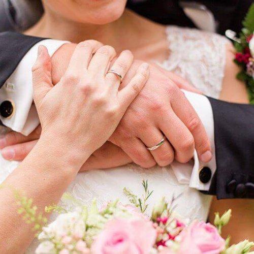 Nahaufnahme Hände eines Brautpaares