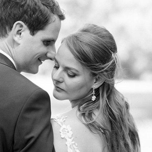Schwarz Weiß Foto eines Brautpaares