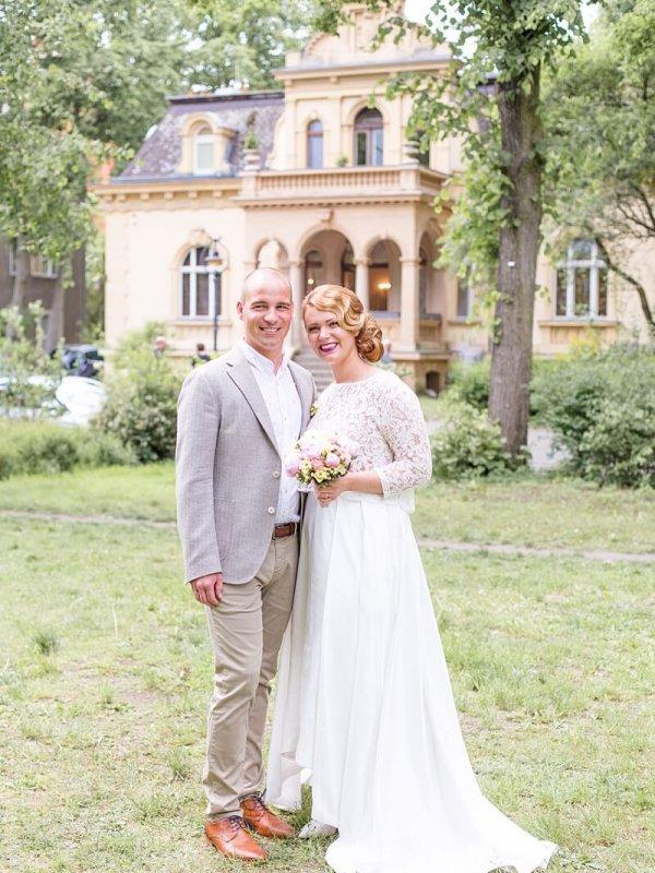 Brautpaar Portrait vor der Hochzeitsvilla Berlin Zehlendorf